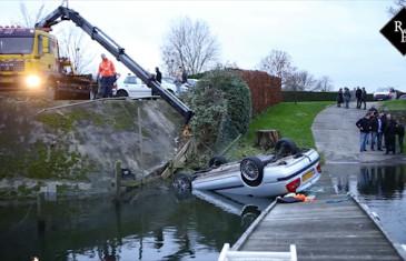 Auto op z'n kop te water Steigermolen Kerkdriel
