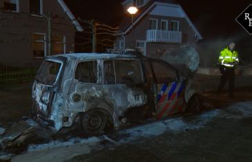 Politie-auto uitgefikt Willem de Zwijgerstraat Veen