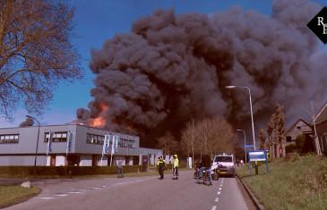 Grote uitslaande brand bij Overmat in Waspik