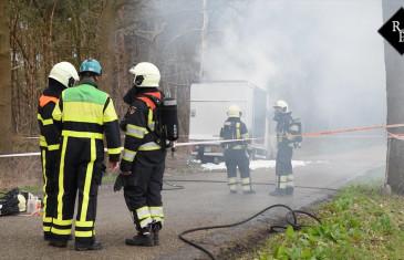 Vrachtwagen met gasflessen en vaten drugsafval in brand op Fransebaan in Alphen