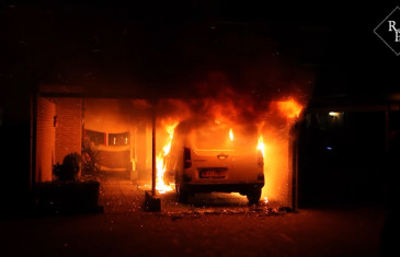 Auto brand uit onder carport Krekelhorst Rijen
