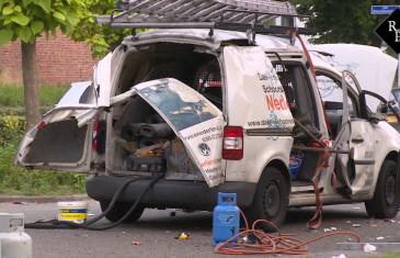 Bestuurder bestelauto gewond na explosie in voertuig Hesselsstraat Den Bosch