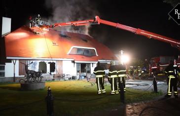 Uitslaande brand verwoest villa stichting iXzelf Hilvarenbeekseweg Tilburg