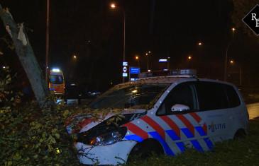 Politieauto total loss na achtervolging Onsenoortsestraat Nieuwkuijk