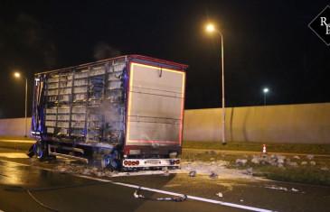 900 kippen dood door brand in vrachtwagen A59 Rosmalen