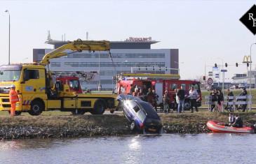 Omstanders redden vrouw uit Màximakanaal Rosmalen