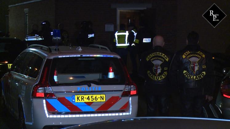 Arrestatieteam en Landelijke Eenheid vallen clubhuis Satudarah Tilburg binnen