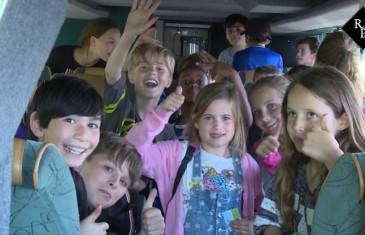 Schoolreisje naar de Efteling eindigt met pech langs de weg