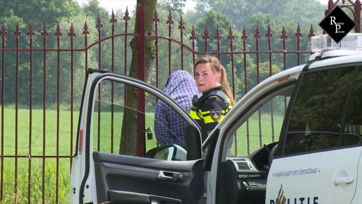 Politie zoekt met helikopter en hond naar verdachten van diefstal