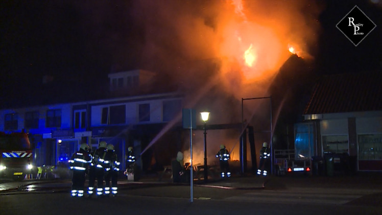 Grote uitslaande brand in Pizzeria Castello in Nuland