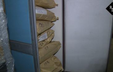 Politie vindt grondstof voor miljoenen xtc-pillen in loods Veen