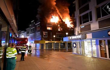 Grote uitslaande brand in centrum van Tilburg verwoest monumentaal pand