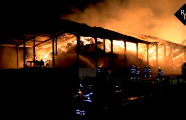 Landbouwschuur gaat in vlammen op Verdrietweg Brakel