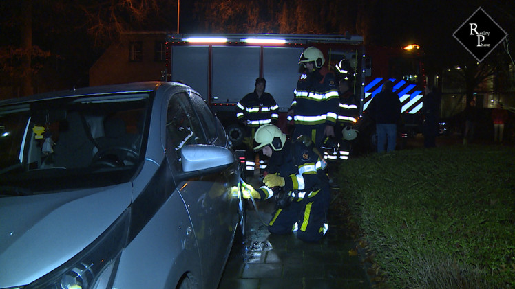 Aanmaakblokjes gevonden bij twee autobranden