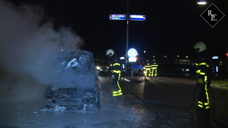 'Traditionele' autobrand in Veen is een feit.