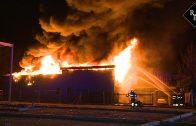 Grote uitslaande brand in pand Riant Verhuur in Vlijmen