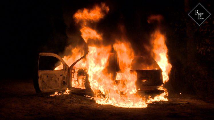 Gestolen auto brand uit op zandpad langs de Margrietweg in Helvoirt