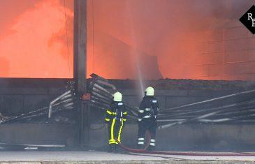 Grote brand bij Zijderlaan in Waspik