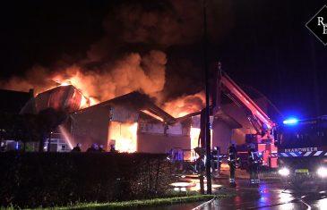 Zeer grote brand bij Vobra Diervoeders in Loosbroek