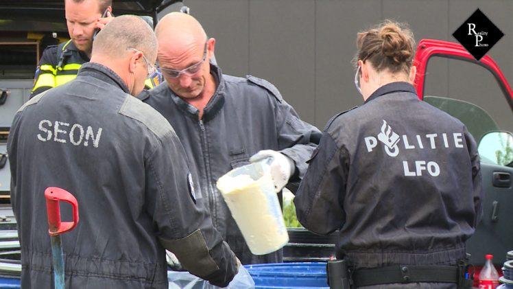 Gehuurd busje met 1100 kilo grondstoffen voor drugs gevonden op woonboulevard Waalwijk