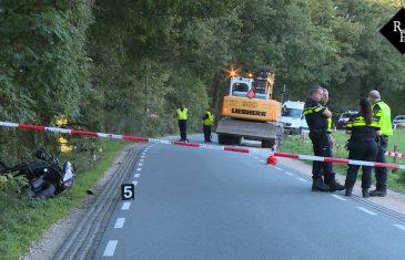 Motorrijder (58) komt om het leven bij aanrijding met graafmachine in Helvoirt
