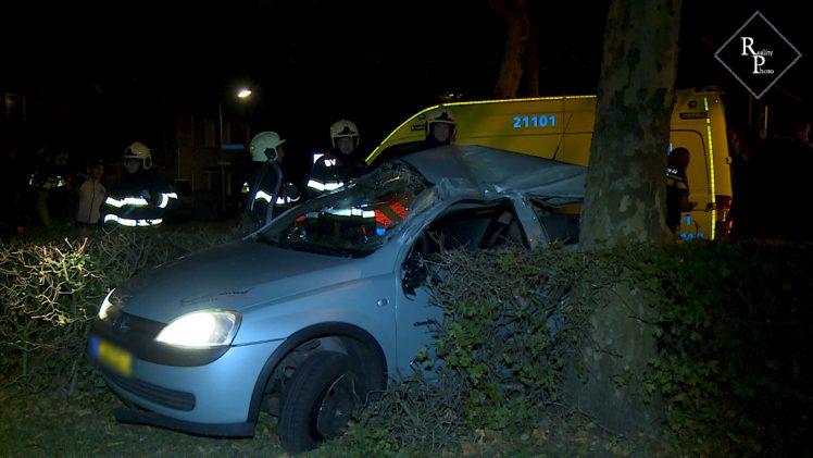 Auto slaat meerdere keren over de kop Beethovenlaan Drunen
