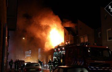 Grote uitslaande brand in woonhuis aan Westeinde in Waalwijk