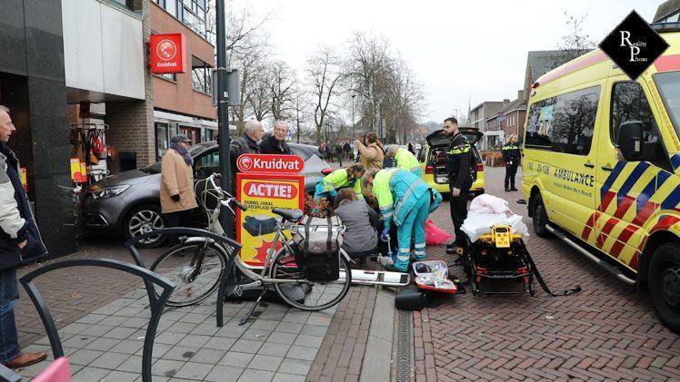 Fietsster zwaargewond na aanrijding met auto Hoge Ham Dongen
