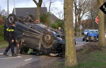 Auto op z'n kop na voorrangsfout kruising Tuinbouwweg / Mommersteeg Haarsteeg