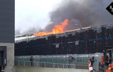 Zeer grote brand verwoest papieropslagloods bij Huijbtrex in Tilburg