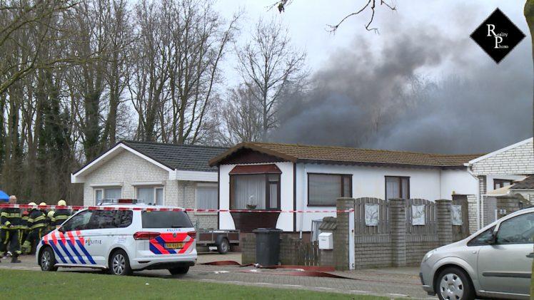 Uitslaande brand op woonwagenkamp aan de Nassaulaan in Vlijmen