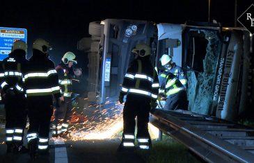 Vrachtwagen vol sterke drank kantelt op A59 Rosmalen