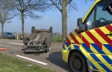 Auto ramt twee bomen en belandt op zijn kop Groenstraat Herpt