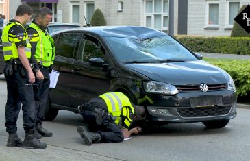 Fietser zwaargewond na aanrijding met auto op Burgemeester Verwielstraat in Waalwijk