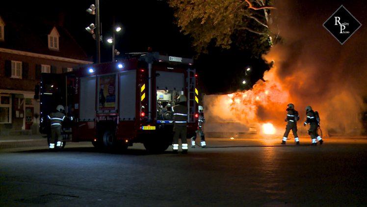 """Frietwagen """"Friet van Ome Jan"""" brand volledig uit"""