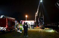 Hulpdiensten rukken massaal uit voor auto te water Bonekruidstraat Tilburg