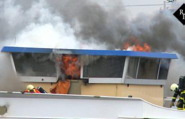 Machinekamer vrachtschip in brand Maasdijk Raamsdonksveer