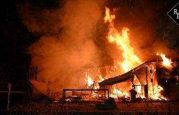 Brand verwoest chalet op camping Oisterwijk