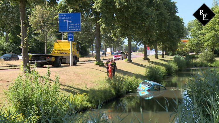 Auto te water Commissaris Kortmannlaan Den Bosch