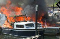 Jacht en speedboot uitgebrand in Waalwijk
