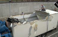 18-jarige chauffeur rijdt dak van vrachtwagen