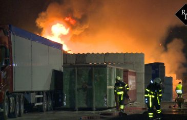 Grote brand bij afvalrecyclingbedrijf Maton in Waalwijk