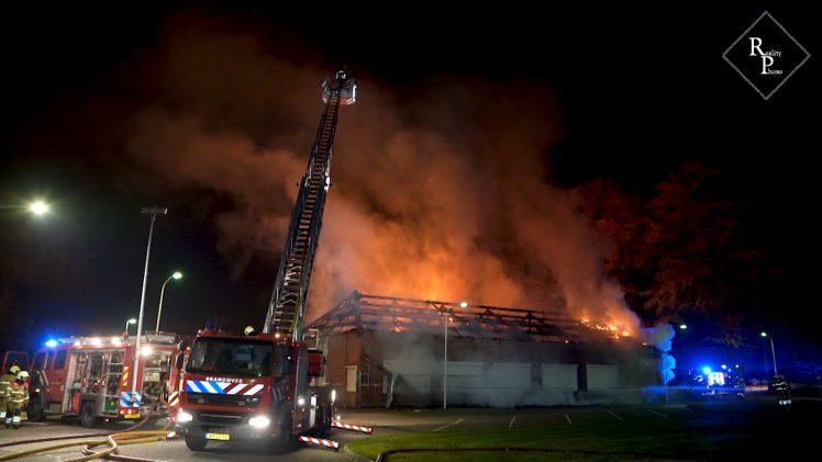 Grote uitslaande brand bij Kentalis aan de Theerestraat in Sint-Michielsgestel