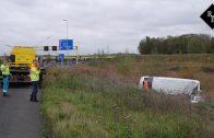 Stukadoor slaat met bestelbus over de kop A59 Den Bosch