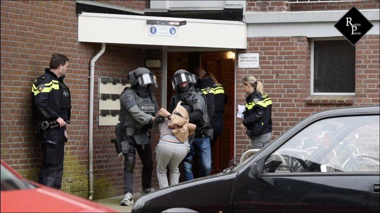Arrestatieteam doet inval in woning Gregoriusstraat in Tilburg