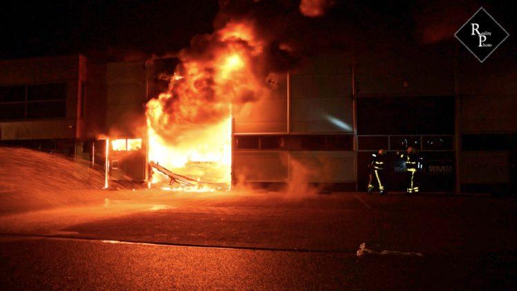 Uitslaande brand bij RMR Interieurbouw in Moergestel
